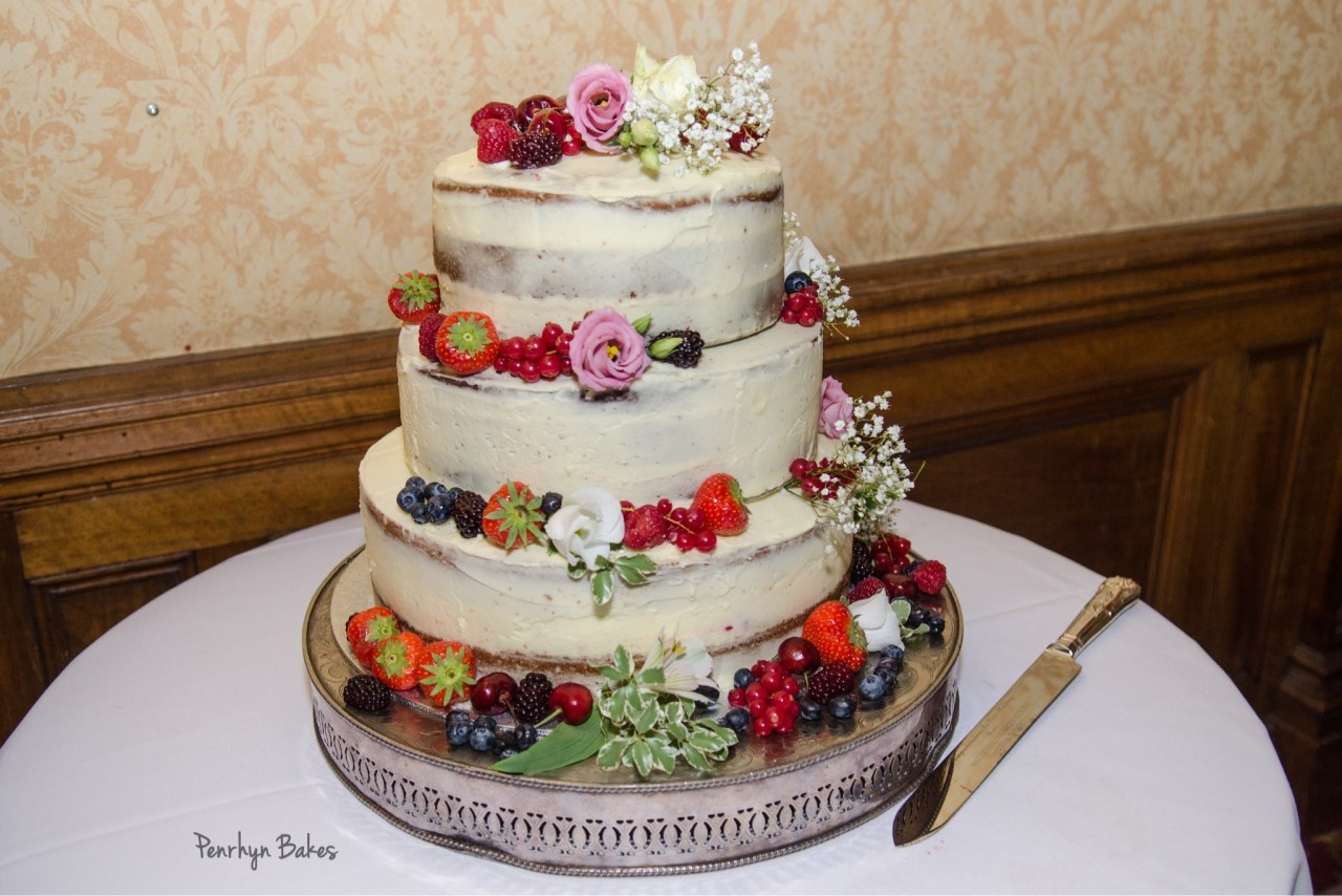 Naked-cake-with-fruit