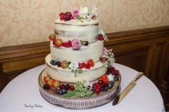 Naked-cake-with-fruit