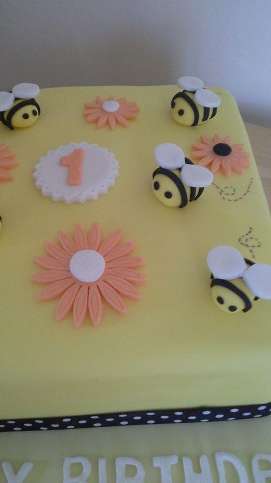 bee cake 2